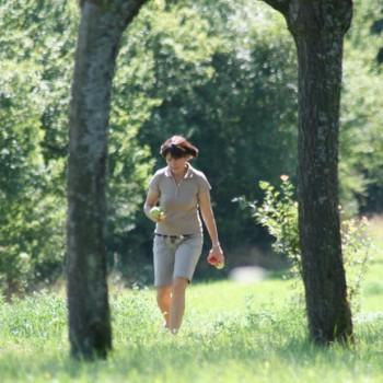 Ein Foto von einer Frau in der Natur beim Ausritt Bohnenberg.