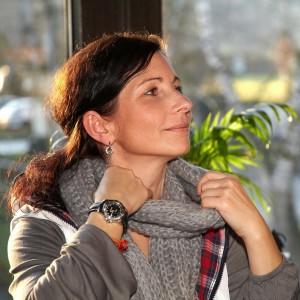 Birgit Kopcic von der Seite fotografiert.