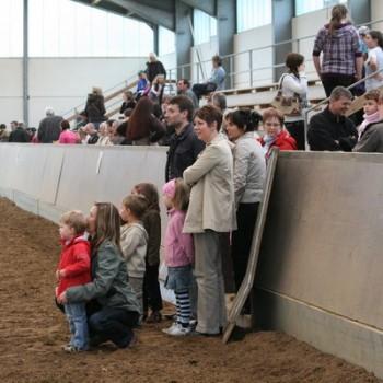 Ein Foto von den Zuschauern.